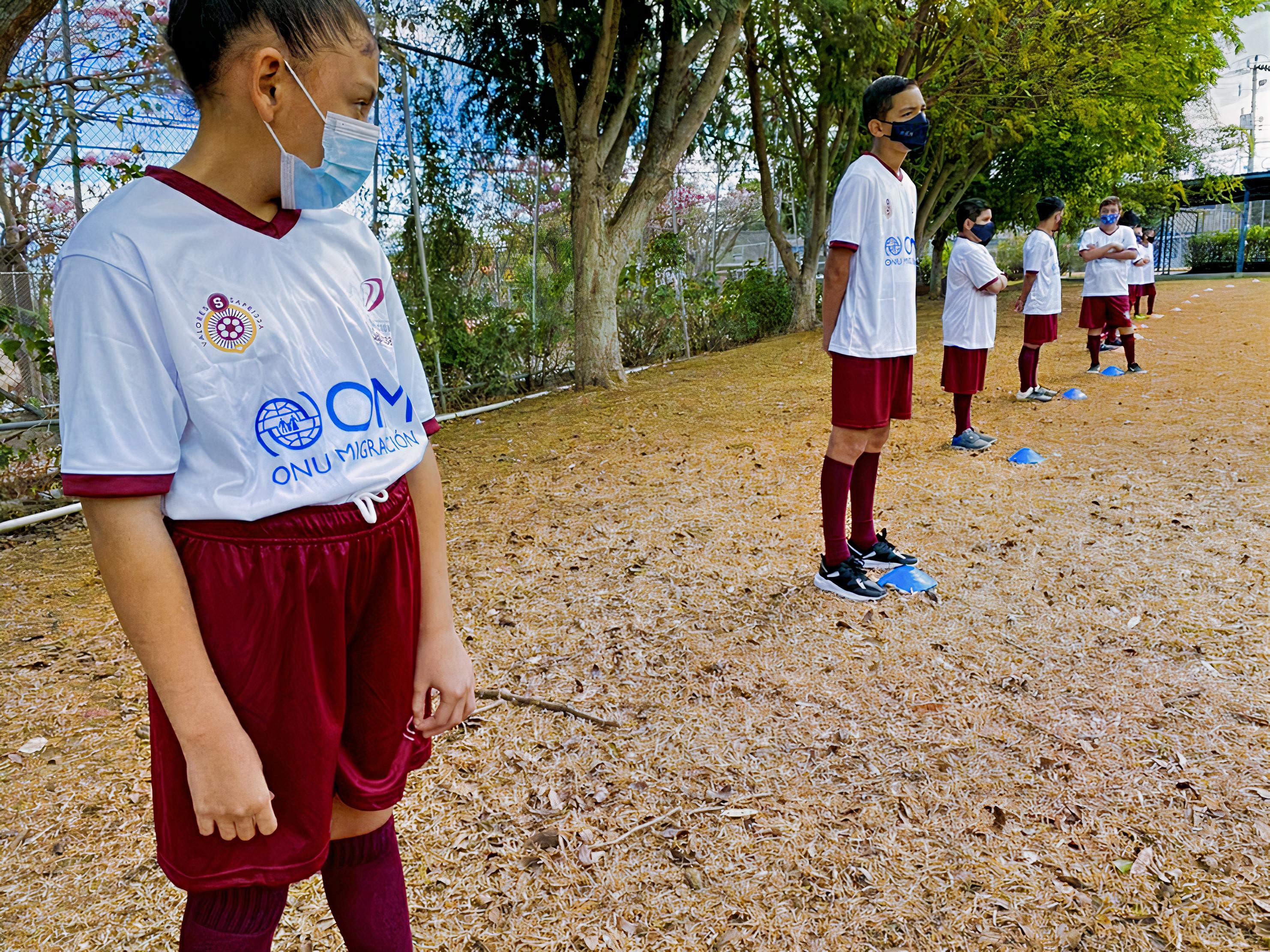 Los niños migrantes juegan al fútbol en Costa Rica: ¡Esta SuperLiga sí que va!